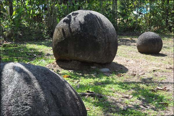 12.) Stone Spheres of Costa Rica: There is an an assortment of over three hundred petrospheres in Costa Rica, located on the Diquís Delta and on Isla del Caño. The stone balls are known as Las Bolas. There are many myths surrounding the stones. Some claim they came from Atlantis, or created perfectly by a people that disappeared.